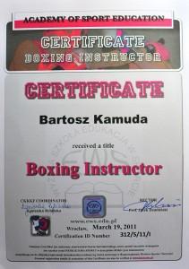 bartek-komuda-boks-dyplom